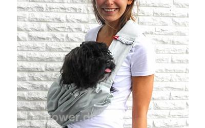 Tragetasche kann an die Größe des Hundes angepasst werden