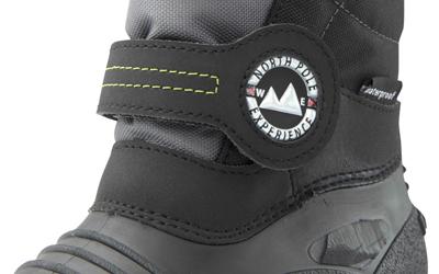 Untere Teil des Schuhs ist durch die thermoplastische Galosche wasserdicht