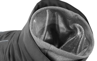 Großzügiger Kragen zum Schutz vor Wind, Schnee, Nässe etc. (granit)