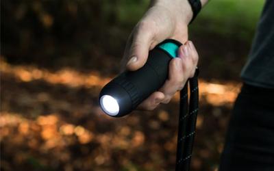 Inkl. leistungsstarken LED-Taschenlampe kombiniert