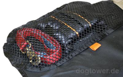 Praktische Seitentasche zur Unterbringung von Hundezubehör