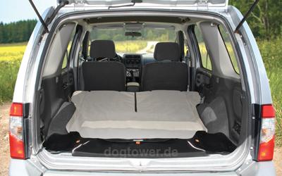 Auch für ein Komplettes Umlegen der Rücksitze nutzbar