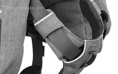 Integrierter Ring im gepolsterten Brustbereich
