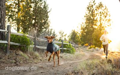 Ruffwear Hundebekleidung, ideale Kälteisolierung