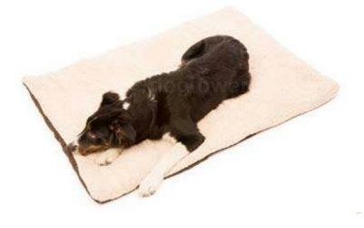 Kuschlig weiche Hundedecke aus Schaffell-Imitat