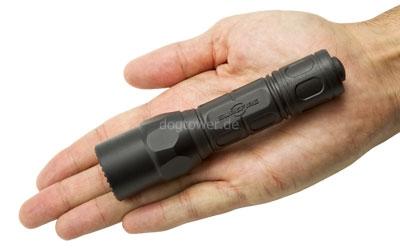 Taschenlampe in der Hand