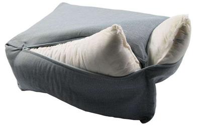 Bett lässt sich komplett abziehen und bei 30 Grad in der Maschine waschen